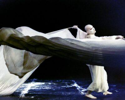 Lindsay Kemp, nasce oggi l'icona della danza contemporanea che insegnò a David Bowie l'arte del mimo