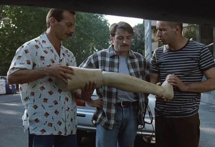 """""""Tre uomini e una gamba"""": il cult di Aldo, Giovanni e Giacomo che ci fa ancora ridere dopo quasi venticinque anni"""