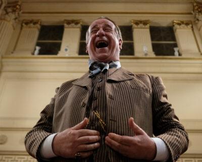 La cinepresa di Martone sull'indipendenza del teatro in 'Qui rido io'